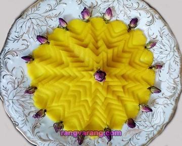 تزئین حلوا با گل محمدی
