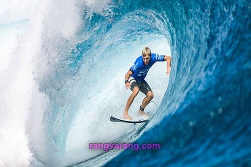 موج سواری نوعی ورزش آبی