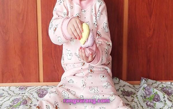 بازی کودک  با خمیر بازی خانگی